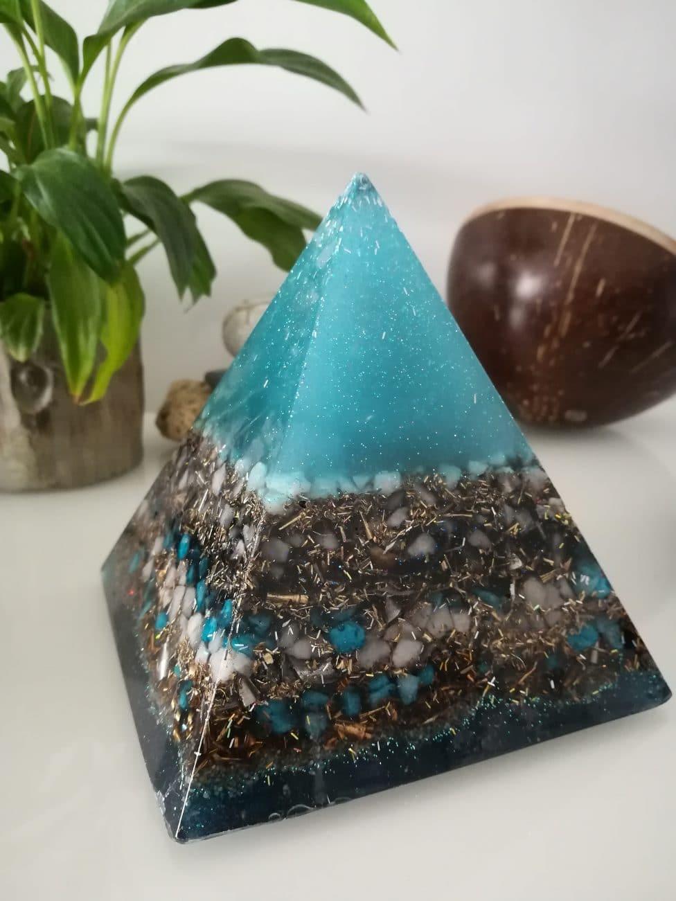 Orgonite pyramide 13