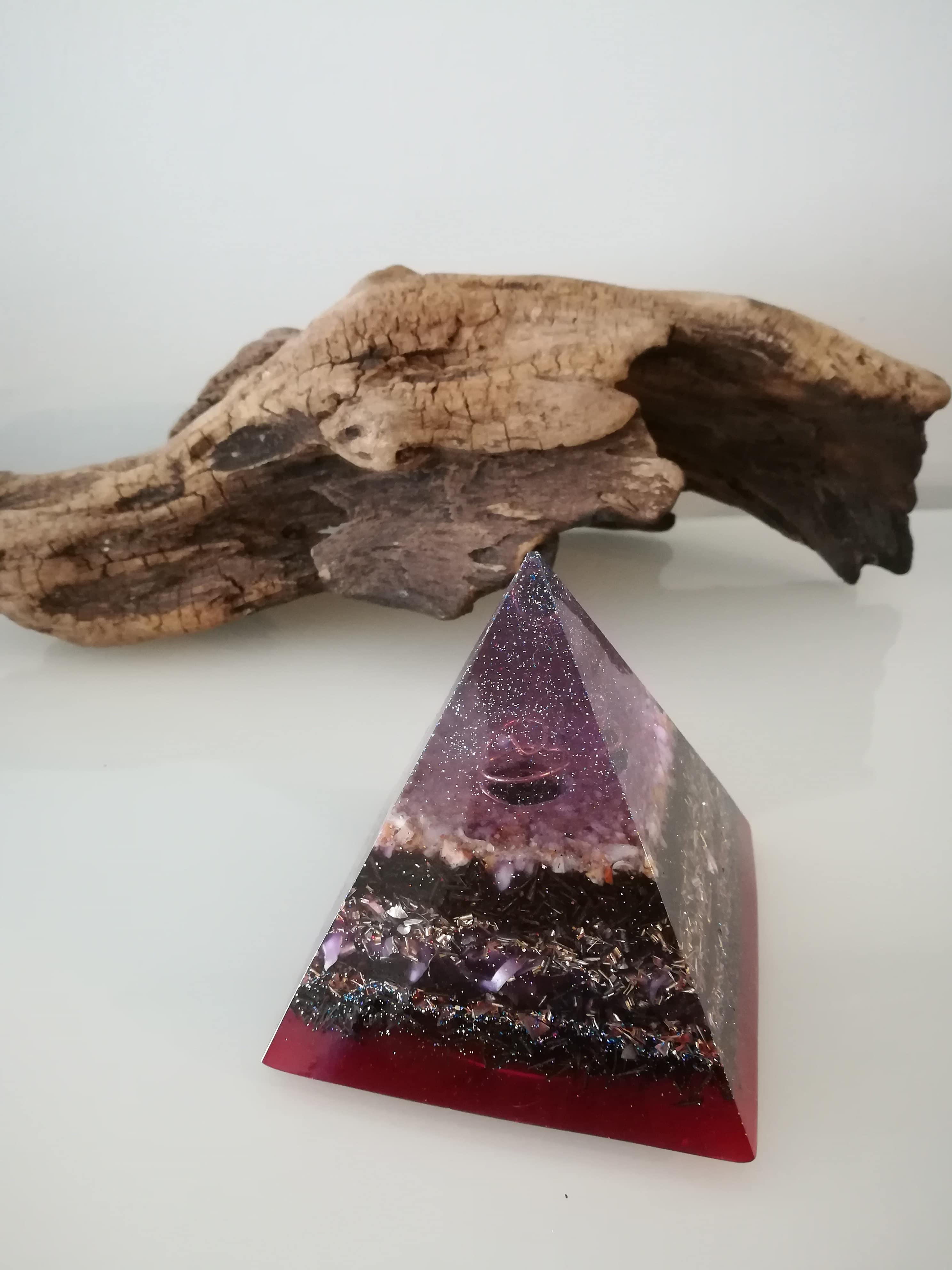 Orgonite pyramide 6